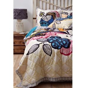 Anthropologie Laelia Quilt + Shams